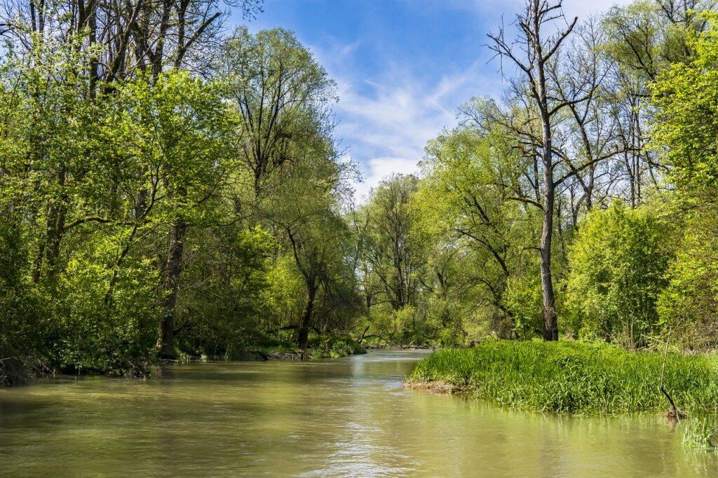 kevadine jõgi